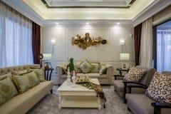 Chalet casero interior de lujo moderno de la sala de estar de la sala del diseño Fotografía de archivo libre de regalías