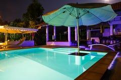 Chalet con la piscina Fotografía de archivo libre de regalías