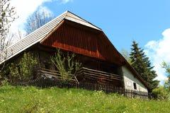 Chalet dans la petite hameau Dormillouse dans les Hautes-Alpes françaises images stock