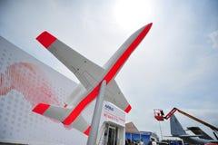 Chalet de Airbus y los aviones modelo con su lema hacemos que vuela en Singapur Airshow fotografía de archivo