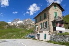 Chalet in de Alpen royalty-vrije stock afbeeldingen