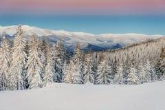 Chalet in de bergen royalty-vrije stock foto