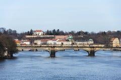 Chalet de Kramar, pabellón de la academia de Hanau y de Straka, puentes de Praga Fotografía de archivo