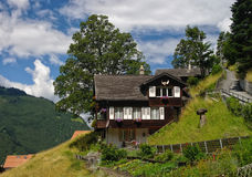 Chalet de madera tradicional en Grindelwald, Suiza foto de archivo