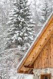 Chalet in de winter royalty-vrije stock afbeeldingen