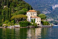 Chalet Del Balbianello, casandose el lago Como del chalet imagen de archivo libre de regalías