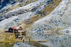 Chalet del lago Balea immagini stock libere da diritti