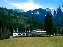 Chalet delle montagne fotografie stock