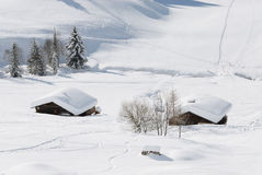 Chalet in den Alpen im Winter stockfoto