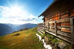 Chalet di legno della montagna Fotografie Stock Libere da Diritti