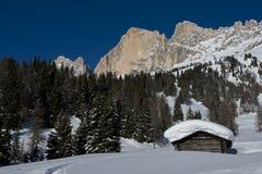 Chalet in Dolomiti stock foto's