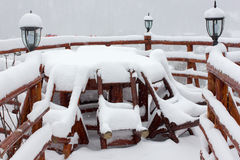 Chalet e cabina dello sci di inverno in montagna della neve Fotografia Stock Libera da Diritti