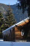 Chalet en bois de montagne Images stock