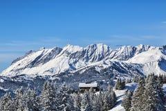 Chalet en invierno Imagenes de archivo