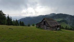 Chalet en montagnes de Rodnei Images libres de droits