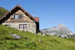 Chalet in Furenalp over Engelberg op de Zwitserse alpen royalty-vrije stock afbeeldingen
