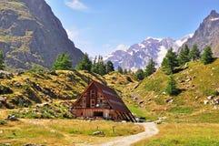 Chalet in het Italiaans Alpen royalty-vrije stock foto's