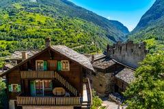 Chalet in het Zwitserse dorp van Alpen, Stalden, Staldenried, Visp, Wallis stock afbeeldingen