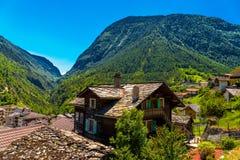 Chalet in het Zwitserse dorp van Alpen, Stalden, Staldenried, Visp, Wallis stock fotografie