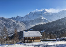 Chalet im Winter Stockfoto