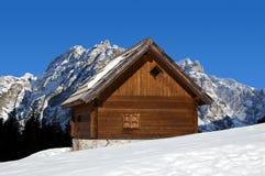 Chalet in inverno - alpi della montagna dell'Italia Immagini Stock Libere da Diritti