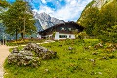 Chalet in Koenigssee, Konigsee, het Nationale Park van Berchtesgaden, Beieren, Duitsland royalty-vrije stock fotografie
