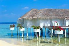 Chalet maldivo del agua - casas de planta baja Foto de archivo libre de regalías