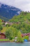 Chalet in Meer Brienz en de berg Bern Switzerland van Brienzer Rothorn royalty-vrije stock afbeelding