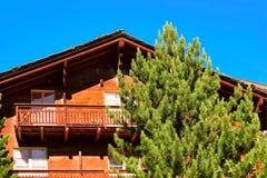 Chalet met balkons in toevluchtstad Zermatt Zwitserse CH stock foto's