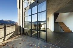 Chalet moderno, balcón Imagen de archivo