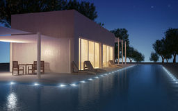 Chalet moderno con la piscina de agua imagen de archivo