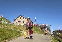 Chalet op Kitzbuhel-piek in Tirolean Alpen, Oostenrijk royalty-vrije stock fotografie