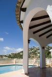 Chalet, piscina en España Fotos de archivo