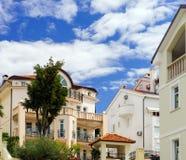 Chalet renovado viejo en centro turístico del mar adriático Foto de archivo libre de regalías