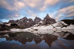 Chalet Segantini bij het meer stock afbeeldingen