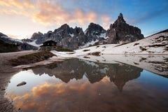 Chalet Segantini bij het meer stock foto's