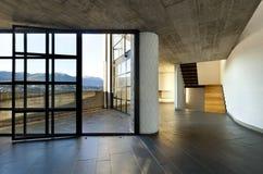 Chalet vacío moderno, ventana grande Fotografía de archivo