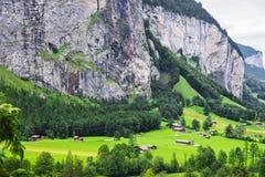 Chalet in valle di Lauterbrunnen del cantone di Berna in Svizzera Immagini Stock