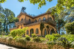 Chalet van de Gravin van Edla in de Tuinen van Palacio DE Pena in de rand van Sintra in Portugal royalty-vrije stock afbeeldingen