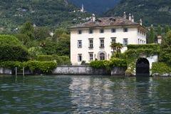 Chalet viejo en el lago Como, Italia Foto de archivo libre de regalías