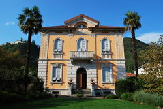 Chalet y parque italianos Imagen de archivo