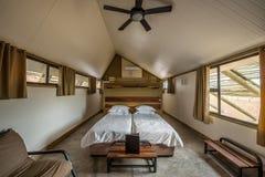 Chaletbinnenland van het Woestijnquiver Kamp in Sesriem dichtbij Sossuvlei, Namibië royalty-vrije stock foto's