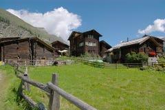 Chalets в швейцарских горах Стоковые Изображения