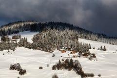 Chalets на наклоне горы в село Megeve Стоковое Фото