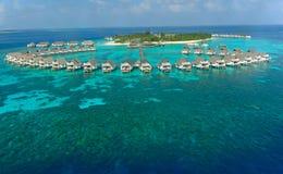 Chalets de la isla y del agua de Maldives Foto de archivo