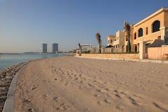 Chalets de la playa en Doha, Qatar Foto de archivo libre de regalías
