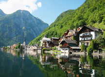 Chalets reflecting on lake Royalty Free Stock Photography