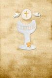 Chalice vertical do pergaminho do primeiro cartão do comunhão Imagens de Stock Royalty Free