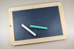 Chalkboard łupek i pisze kredą zdjęcie stock
