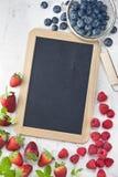 Chalkboard Blackboard jagod Szyldowy tło Zdjęcie Royalty Free